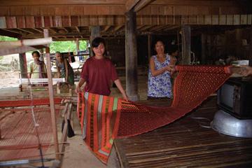 Cambodian-silk-weaver
