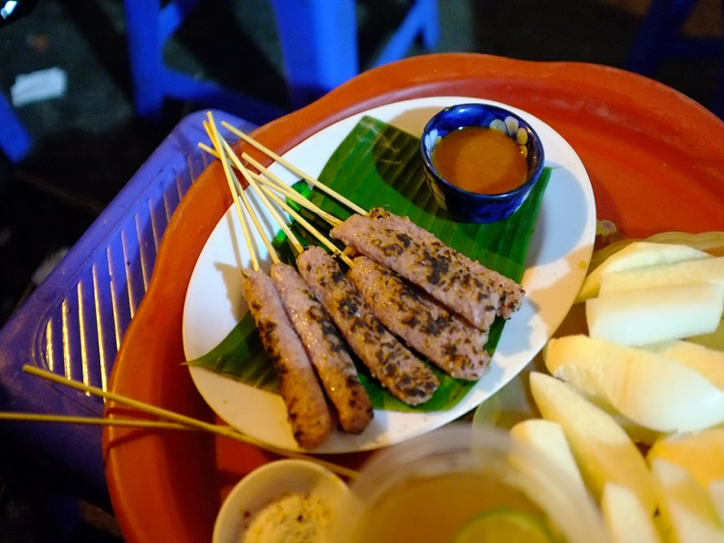 Delicious-dishes-near-the-ancient-church-in-Hanoi1