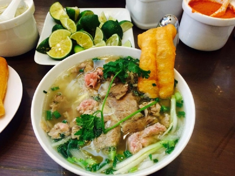 Delicious-dishes-near-the-ancient-church-in-Hanoi3