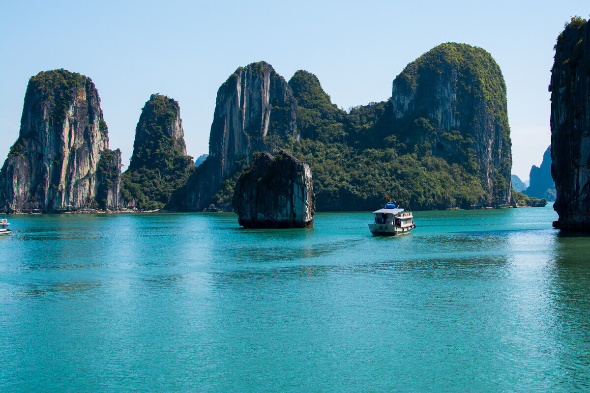 cruising: one of the best things to do in halong bay