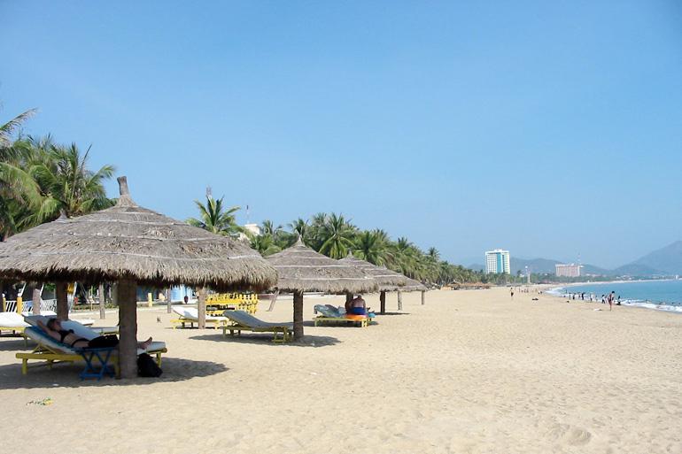 Go relax on Doc Let beach