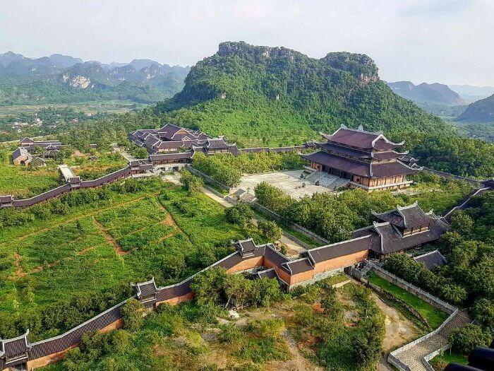Bai Dinh - a sacred beauty that flaunts tourists