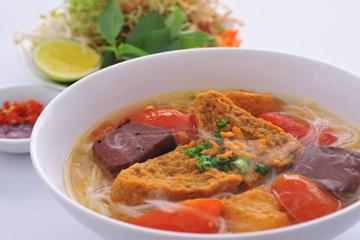 Bun Rieu Cua (Crab and Tomato Noodle Soup)