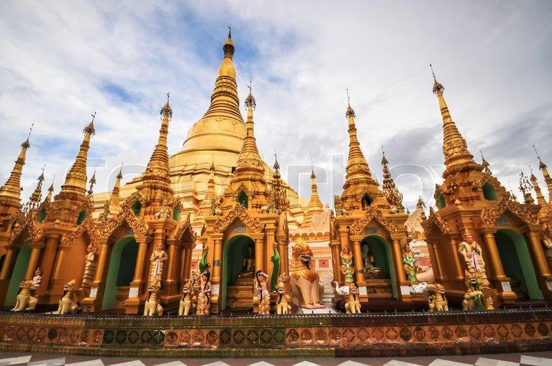 shwedagon-pagoda-temple-shining-in-the-beautiful-sunset-in-yangon-myanmar-burma