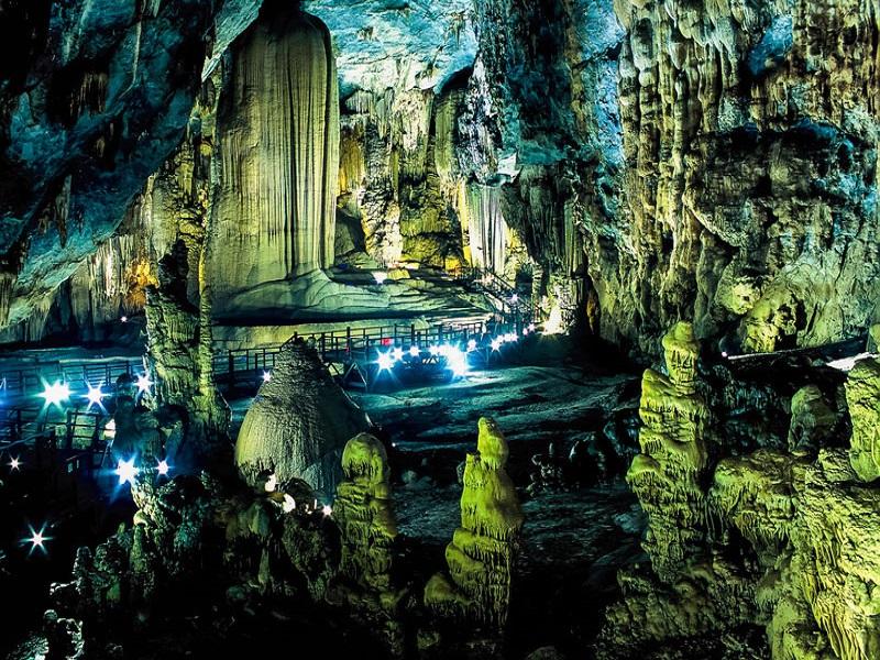 8-most-attractive-caves-visitors-can-explore-in-Quang-Binh1