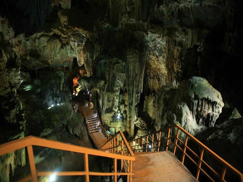 8-most-attractive-caves-visitors-can-explore-in-Quang-Binh2