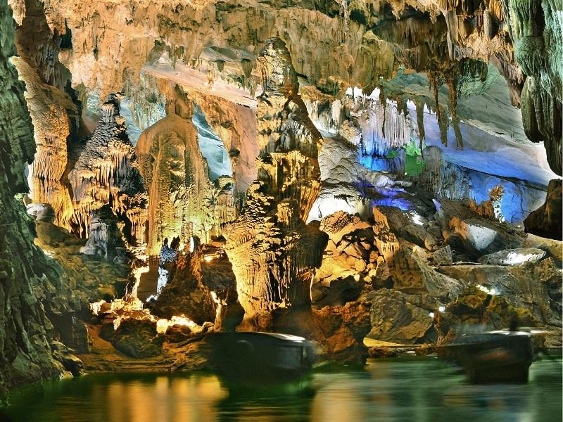 8-most-attractive-caves-visitors-can-explore-in-Quang-Binh3