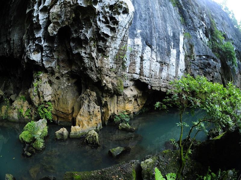 8-most-attractive-caves-visitors-can-explore-in-Quang-Binh6