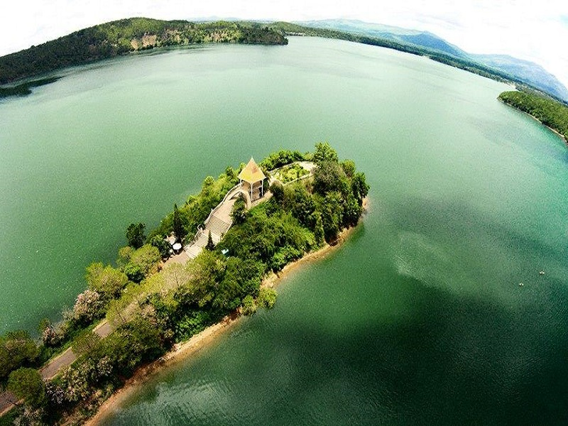 Famous-lakes-of-Vietnam11
