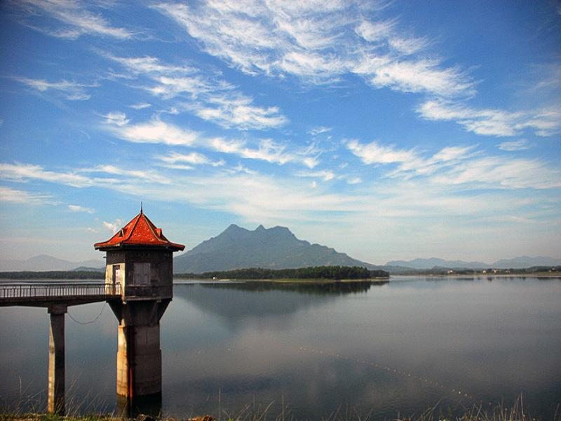 Famous-lakes-of-Vietnam2