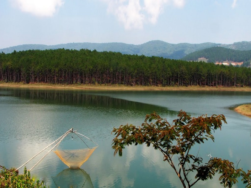 Famous-lakes-of-Vietnam8