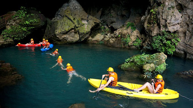 Top-3-Hanoi-tours-to-Halong-Bay-for-your-next-summer-vacation-2