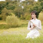 Vietnamese women wear Aodai 1