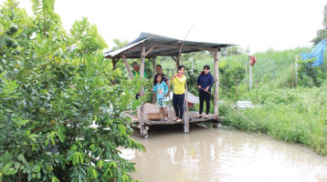 Explore the market on the river when visiting the Mekong Delta tours
