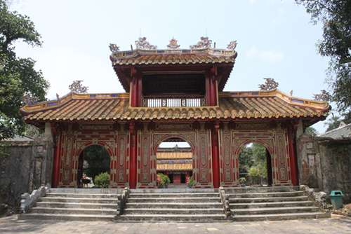 Hue Tourist - The tombs you should visit
