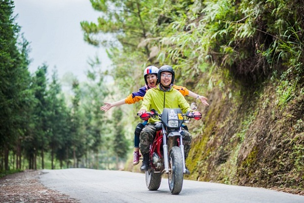 Travel Hue by motorbike