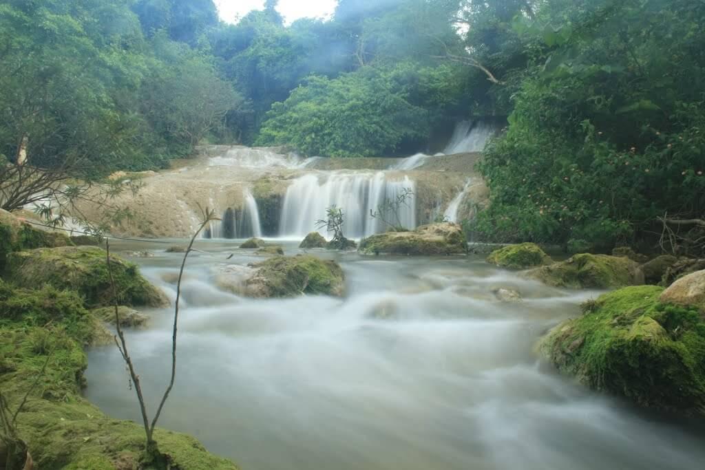 Dang Mo Waterfall a must see picnic spot in Lang Son
