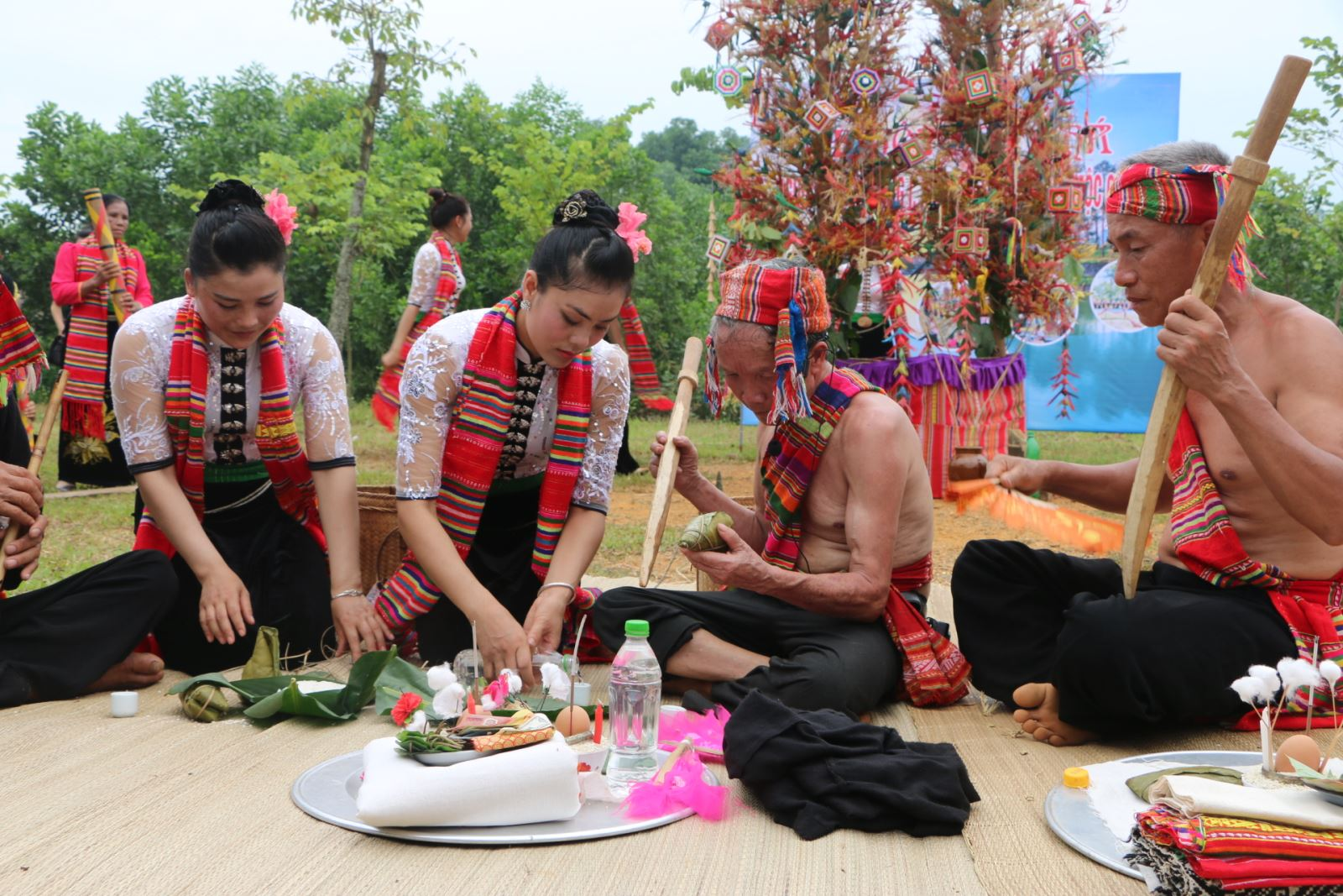 Het Cha Festival of Thai people in Moc Chau