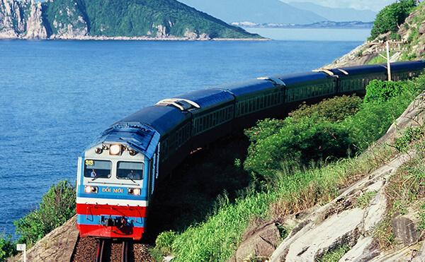 Train from Hanoi to Ninh Binh