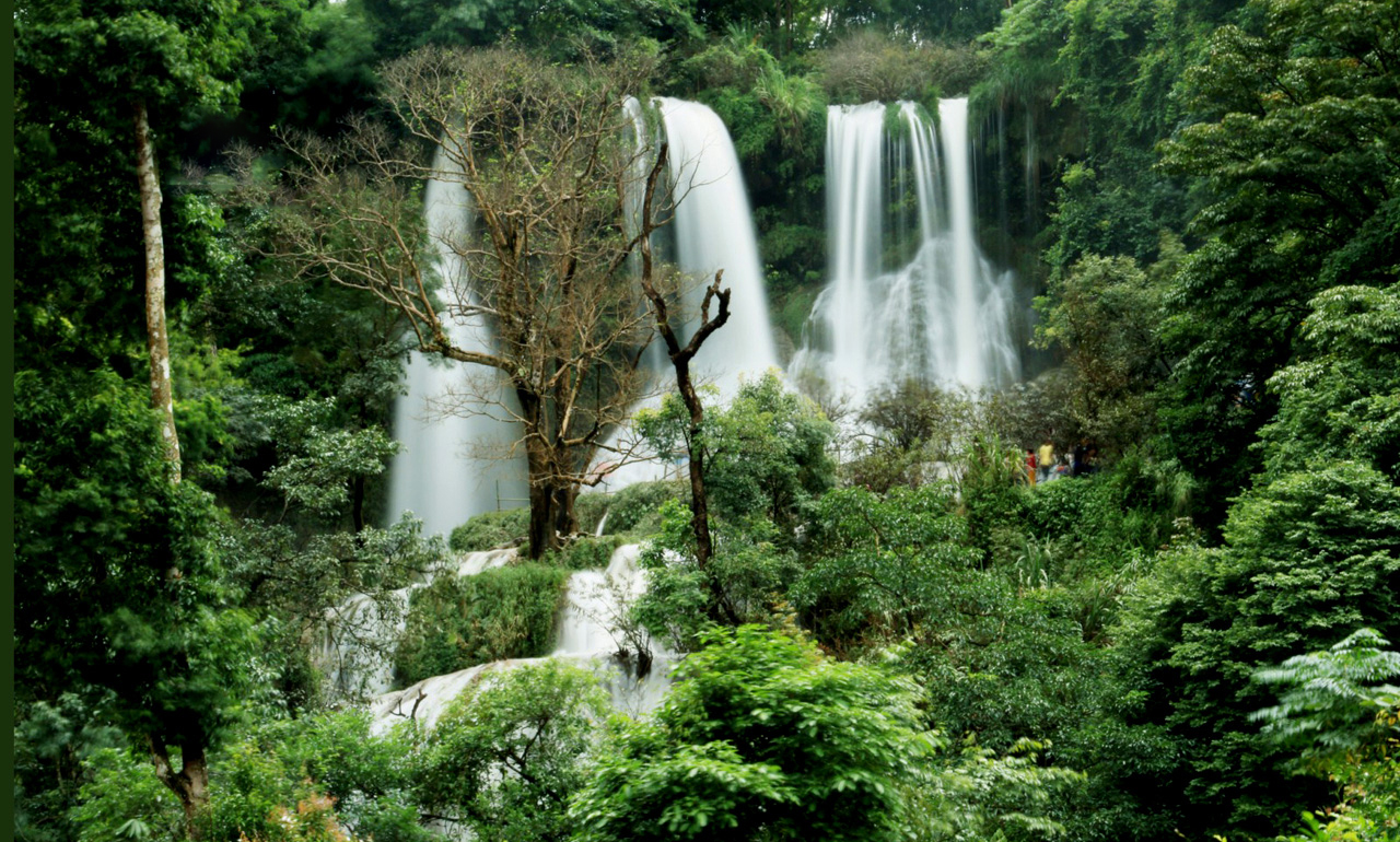 Visit the Dai Yem waterfall treasure in Moc Chau plateau