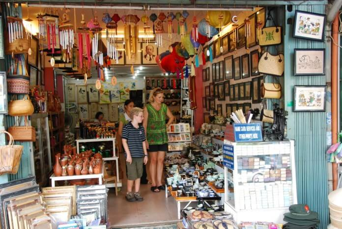 There are a lot of souvenirs on sale at shops and curbs